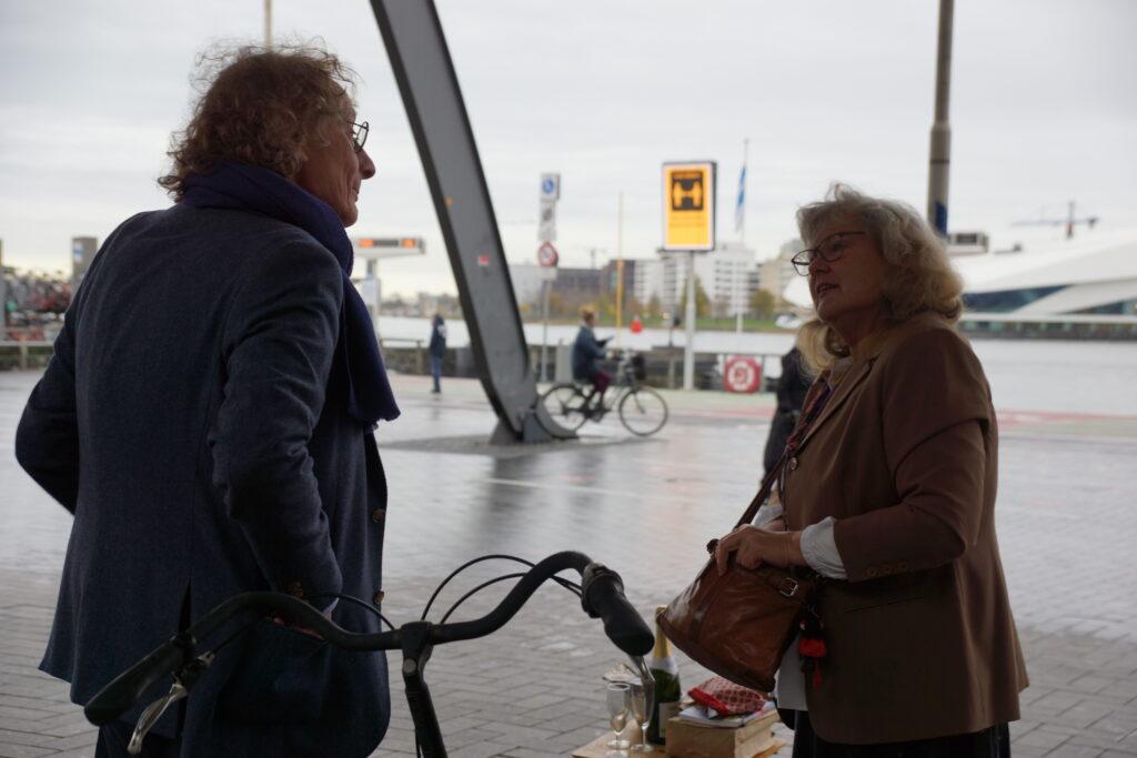 Thomas Verbogt en Wilma van den Akker in gesprek met elkaar